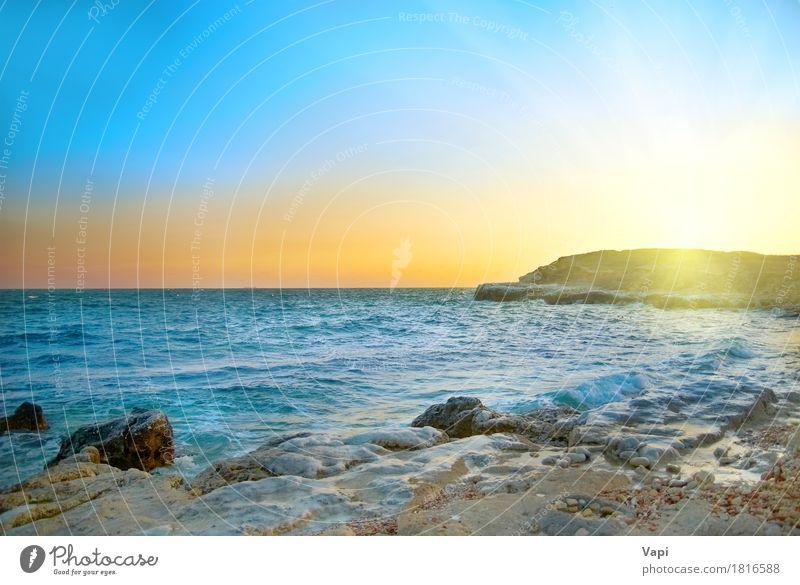 Schöner Sonnenuntergang über Meer Himmel Natur Ferien & Urlaub & Reisen blau Farbe Sommer schön Wasser Landschaft rot Strand Winter Umwelt gelb