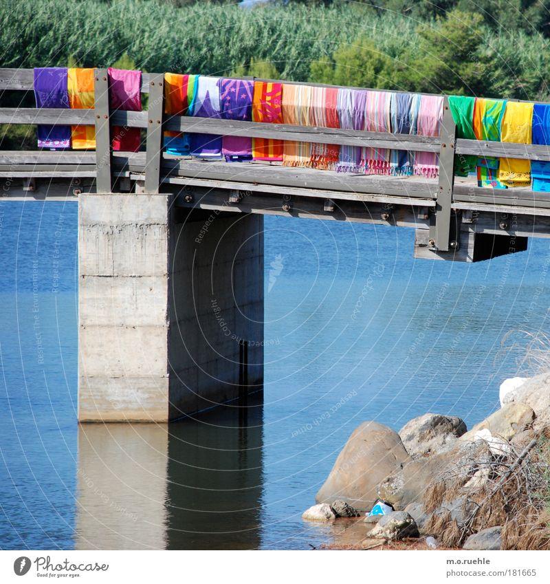 bebuntigt Farbfoto mehrfarbig Außenaufnahme Strukturen & Formen Menschenleer Tag Weitwinkel Handtuch Badetuch Reflexion & Spiegelung Sommer See Sardinien