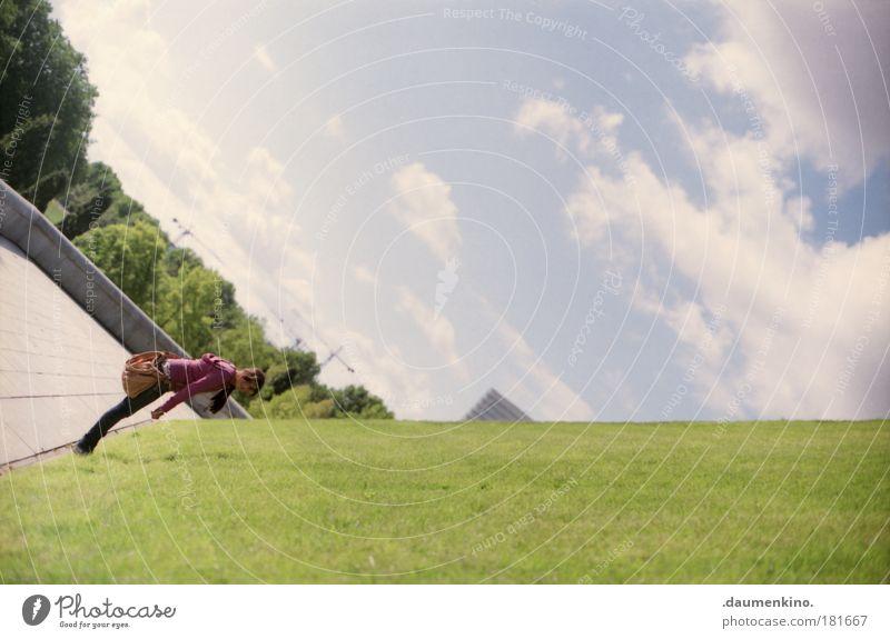 manipulation von gewohnheit Mensch Himmel Jugendliche schön Wolken Umwelt Wiese Architektur Bewegung Stimmung Park Horizont Erde Kraft fliegen außergewöhnlich