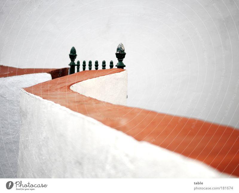 Ruhetag alt weiß rot Haus schwarz Einsamkeit Wand Gefühle Stil Garten Stein Mauer Metall Angst Tür elegant