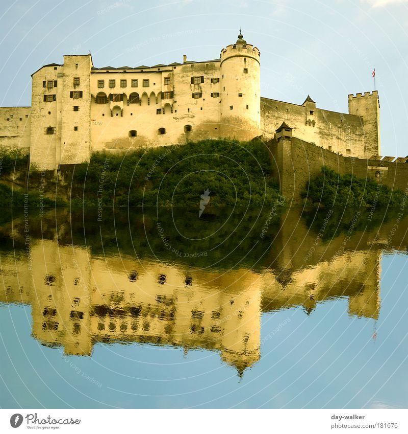 Mirror Castle Wasser alt Himmel Baum grün blau Pflanze Sommer Wolken gelb Wand Fenster Gras Mauer Gebäude Landschaft