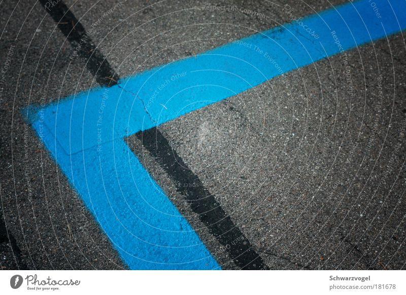 Inkonsequent blau ruhig Straße grau Linie Zufriedenheit Schilder & Markierungen Verkehr ästhetisch trist Streifen einfach Schnur Verkehrswege Langeweile Symmetrie