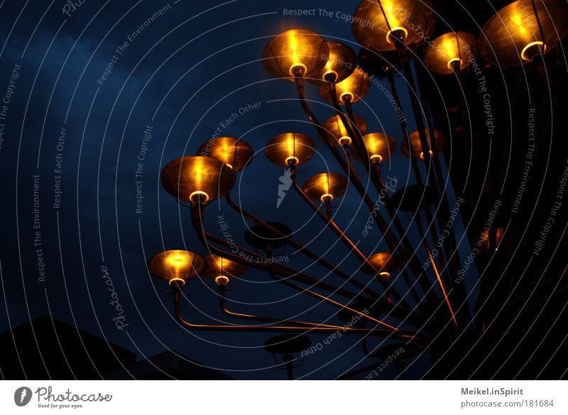 Wo sind die Sterne hin? Himmel blau rot schwarz gelb dunkel Traurigkeit Lampe Kunst braun Wind glänzend Stern modern abstrakt leuchten