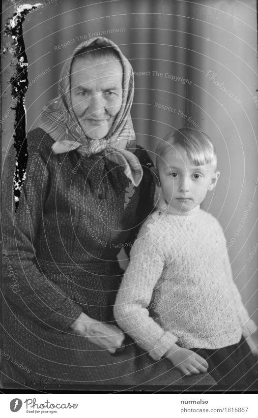 Oma & Enkel Landwirtschaft Forstwirtschaft Mensch feminin Kind Weiblicher Senior Frau Großeltern Familie & Verwandtschaft Kindheit 2 3-8 Jahre 60 und älter