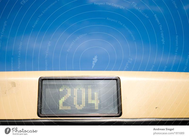 204 Himmel grün blau schwarz Linie Straßenverkehr Design Verkehr Ziffern & Zahlen Bus Schönes Wetter beige Personenverkehr Verkehrsmittel Wolkenloser Himmel