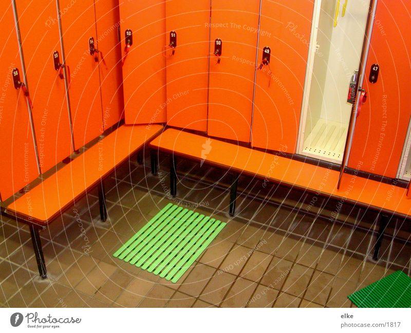 umkleide grün orange Tür Schlüssel Siebziger Jahre Schrank Vogel Fototechnik Matten