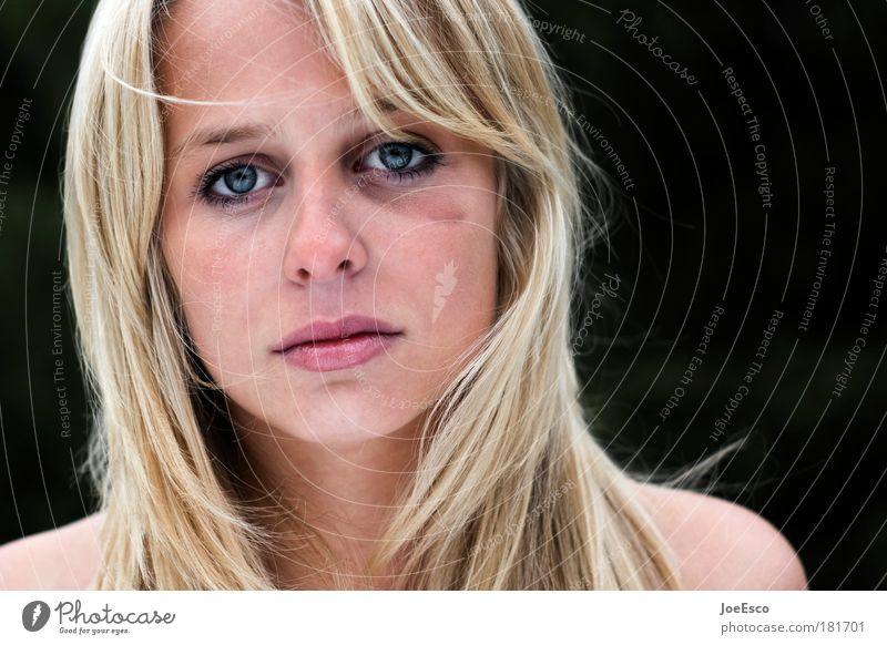 black eyed beauty Frau blau schön Erwachsene Auge feminin Gefühle Kopf Traurigkeit Porträt Gesicht Mensch Desaster Wut Gewalt Trennung