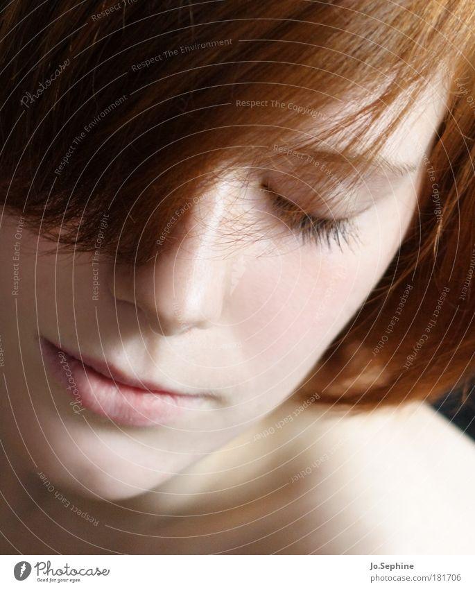 senses schön Sinnesorgane Erholung Meditation feminin Junge Frau Jugendliche Kopf Gesicht 18-30 Jahre Erwachsene rothaarig genießen träumen weich Gefühle