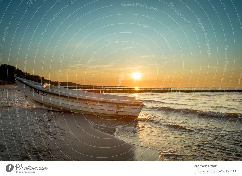 Guten Abend Usedom Insel Ostsee Meer ruhig Erholung genießen Blauer Himmel Sand Strand Sandstrand Sonne hell Wolkenloser Himmel Fischerboot Wasserfahrzeug