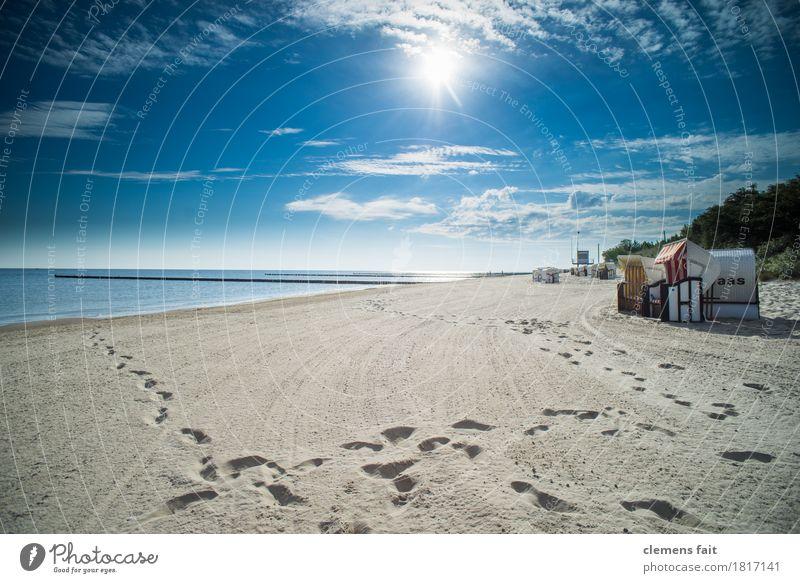 Guten Morgen Usedom Insel Ostsee Meer Strandkorb ruhig Erholung genießen Wolken Blauer Himmel Fußspur Spuren spurenlesen Sand Sandstrand Sonne hell