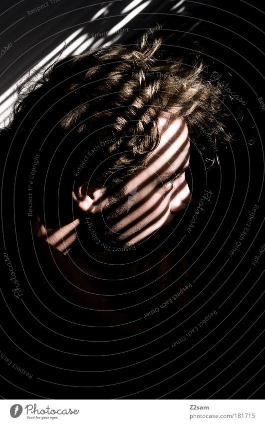 frühaufsteher Mensch Jugendliche Erwachsene schwarz Gesicht Erholung dunkel Kopf Haare & Frisuren maskulin schlafen Streifen Häusliches Leben 18-30 Jahre