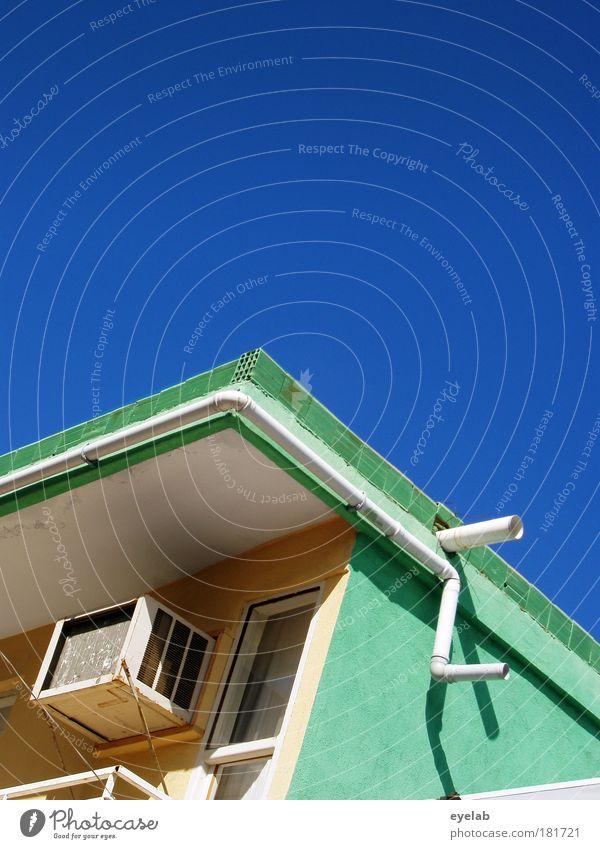 Doppelendrohr Himmel blau grün Haus Fenster Wand Architektur Gebäude Mauer Wetter Fassade Ecke Dach Kitsch Dorf