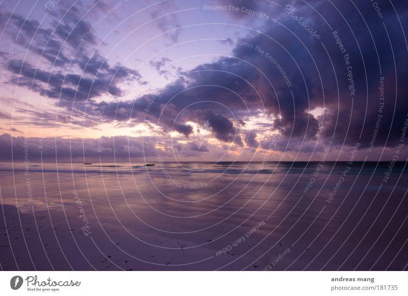 breaking up the clouds Farbfoto Außenaufnahme Menschenleer Morgen Morgendämmerung Licht Kontrast Reflexion & Spiegelung Weitwinkel Ferne Strand Meer Natur