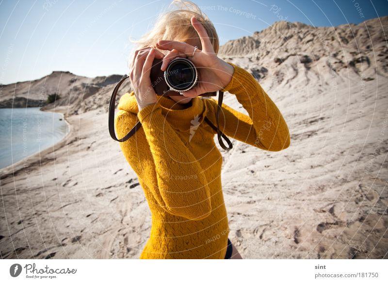 ist scharf gestellt? Farbfoto Außenaufnahme Tag Sonnenlicht Freude Freizeit & Hobby Fotografie Fotografieren Mensch feminin Junge Frau Jugendliche 1 18-30 Jahre