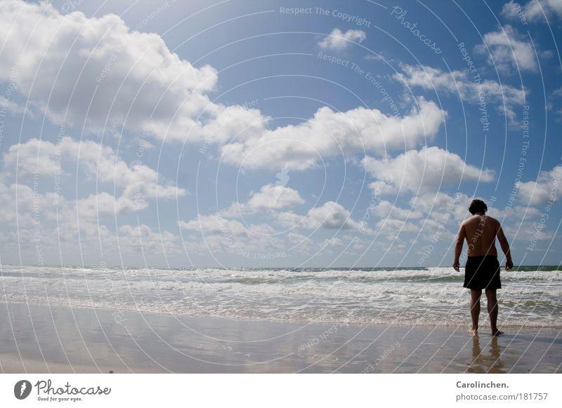 Einfach mal alles vergessen. Freude Glück Ferien & Urlaub & Reisen Ferne Freiheit Sommer Sommerurlaub Sonne Strand Meer Wellen maskulin Partner 1 Mensch