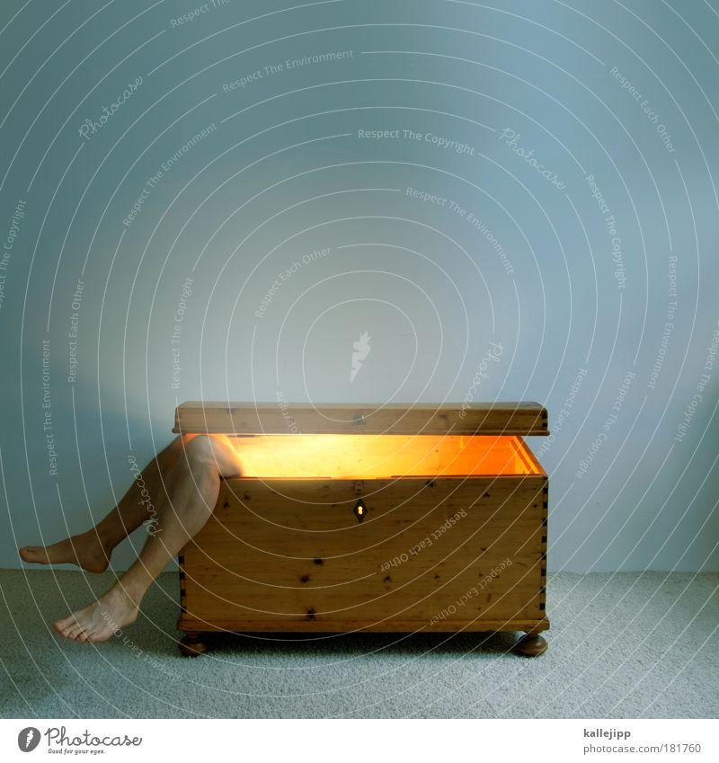 goldschatz Mensch Mann ruhig Erwachsene Tod Beine Fuß Innenarchitektur Raum Wohnung schlafen leuchten Häusliches Leben einzigartig Möbel Geister u. Gespenster