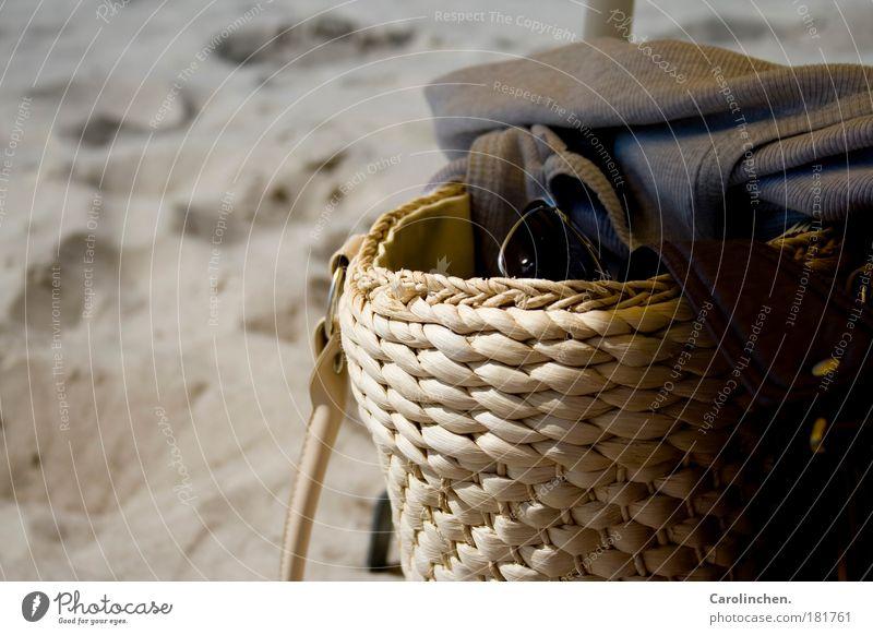 Urlaubsgefühl. grün Freude Strand gelb Sand hell T-Shirt Hemd Schönes Wetter Sonnenbrille Tasche