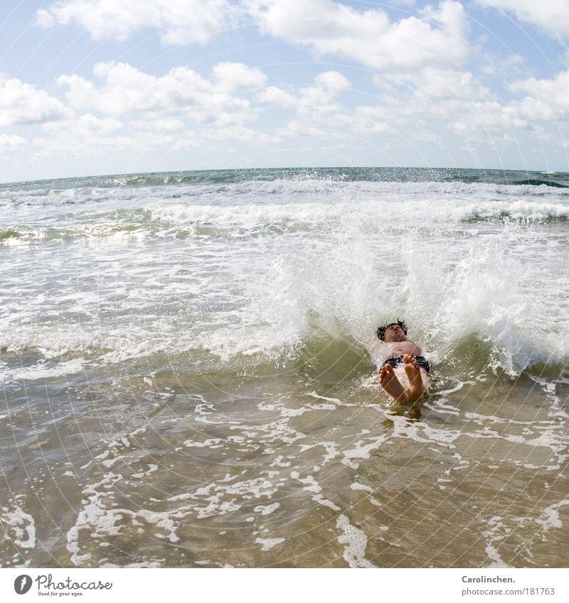 Nur Flausen im Kopf. Jugendliche Wasser Sonne Meer Freude Erwachsene springen Sand lustig Schwimmen & Baden maskulin 18-30 Jahre Schönes Wetter Partner Lebensfreude Natur
