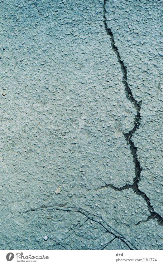 -\ Menschenleer Verkehrswege Straße Wege & Pfade Stein Beton alt kaputt trist trocken grau Verfall Riss Betonboden Strukturwandel Straßenbelag Straßenrand