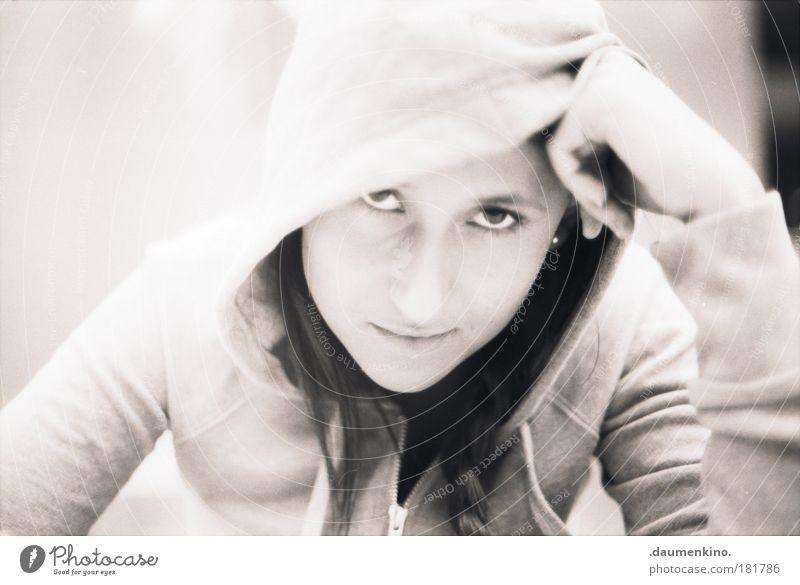 nows the only time i know Schwarzweißfoto Tag Porträt Blick Blick in die Kamera Stil Mensch feminin Junge Frau Jugendliche Kopf Gesicht 1 18-30 Jahre Erwachsene