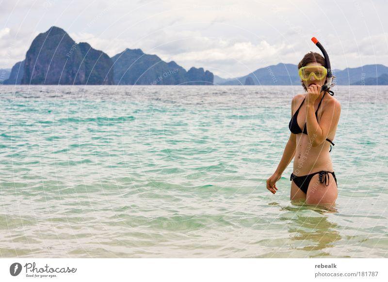 Untertauchen Mensch Jugendliche Meer blau Sommer Freude Ferien & Urlaub & Reisen Frau Ferne Erholung feminin Freiheit Sport Haut Erwachsene Abenteuer