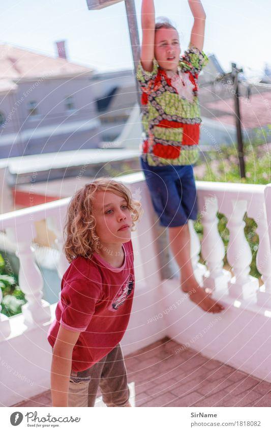 404 [weekend] Freizeit & Hobby Spielen Kinderspiel Häusliches Leben Balkon Junge Geschwister Kindheit Jugendliche 2 Mensch 8-13 Jahre Jugendkultur