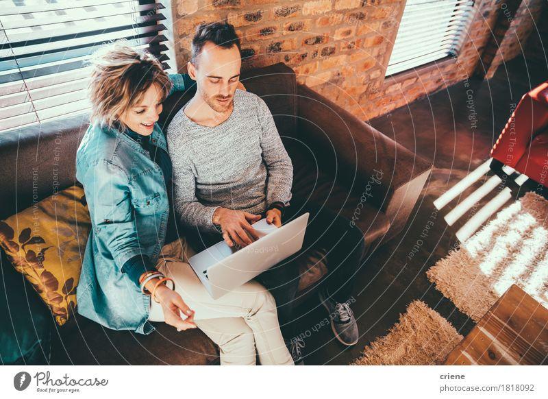 Mensch Mann Haus Freude Erwachsene Senior Lifestyle Familie & Verwandtschaft Business Schule Zusammensein modern Technik & Technologie Lächeln Mutter Liege