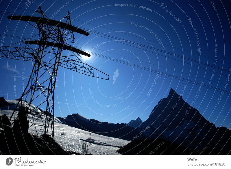 schnell bezwungen weiß Sonne blau schwarz Berge u. Gebirge Landschaft Umwelt Güterverkehr & Logistik Tourismus Alpen Unendlichkeit außergewöhnlich Mobilität Kontrolle Schönes Wetter Gletscher