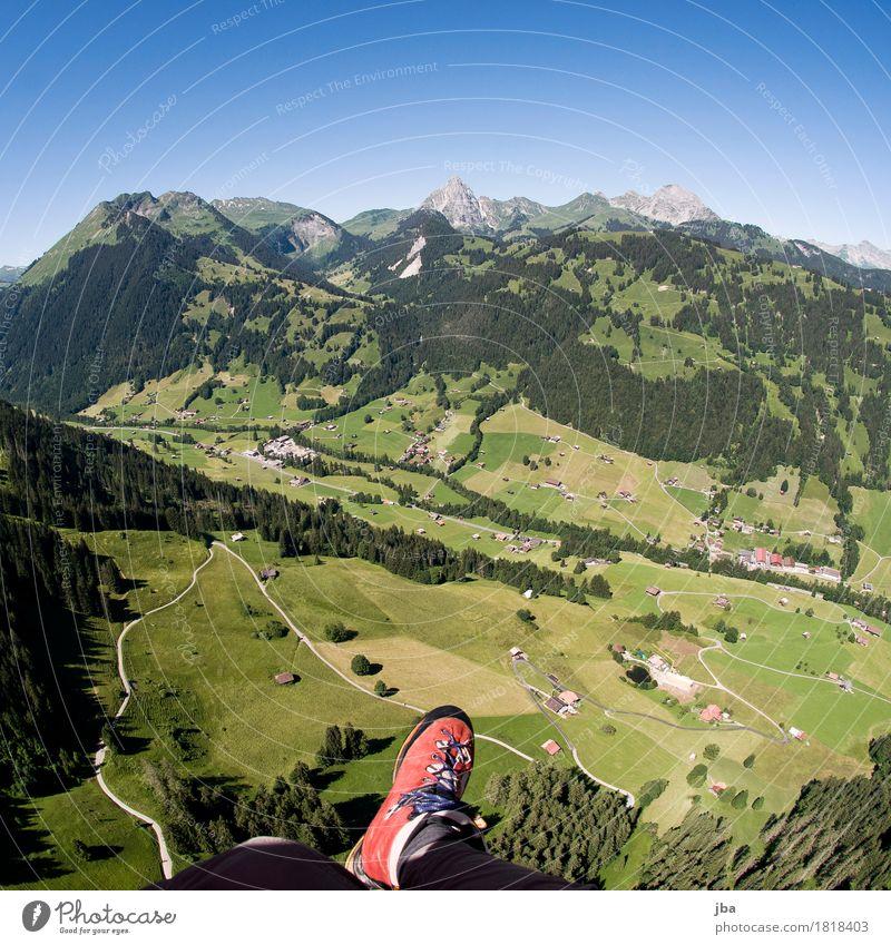 Gleitschirmfliegen im Saanenland Sommer Landschaft Erholung Wald Berge u. Gebirge Straße Lifestyle Sport Freizeit & Hobby Luft Ausflug Luftverkehr Aussicht Wind