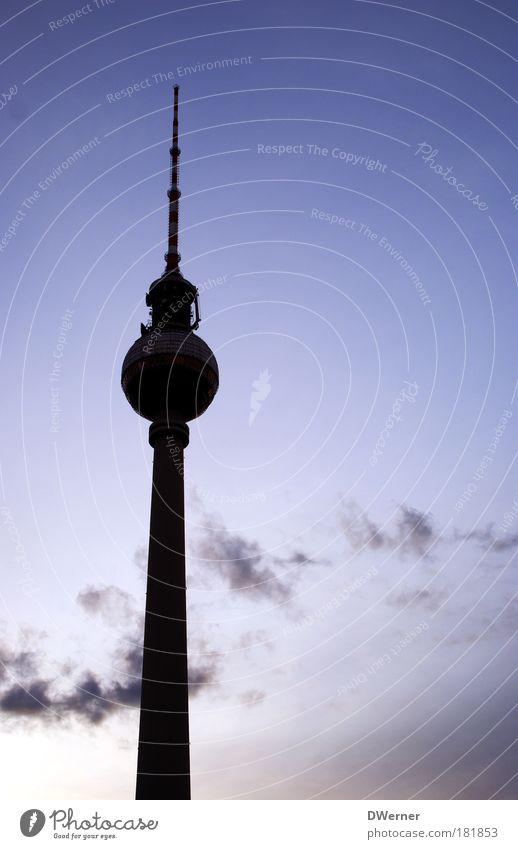 in black schön Himmel Wolken Berlin Herbst Gebäude Kraft Architektur glänzend elegant groß Hochhaus Lifestyle Fernseher rund