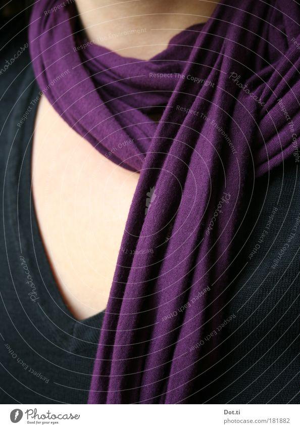 lilalaune Mensch Frau schwarz Erwachsene feminin Mode Haut Bekleidung Stoff weich violett Top Pullover Schal Tuch Accessoire