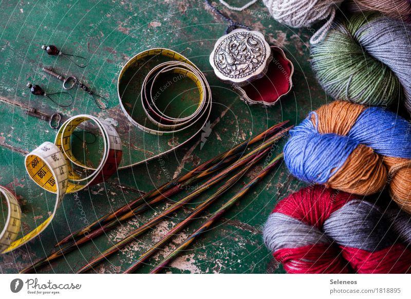 Handarbeitstag Erholung ruhig Freizeit & Hobby stricken Wolle Wollknäuel wollig Stricknadel Maßband Dose mehrfarbig Farbfoto Innenaufnahme