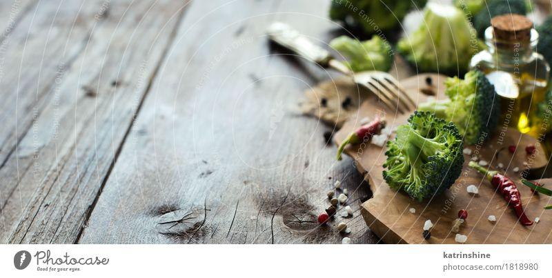 Frischer grüner Brokkoli und Gemüse Blatt dunkel gelb Essen Herbst natürlich frisch Tisch Kräuter & Gewürze Küche Jahreszeiten Bauernhof Ernte Flasche