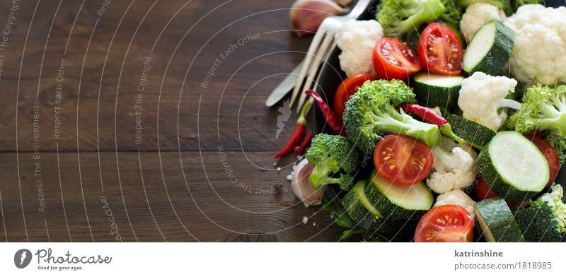 Frischer grüner Brokkoli und Gemüse Sommer rot Blatt dunkel Essen Herbst natürlich Gesundheit frisch Tisch Kräuter & Gewürze Jahreszeiten Bauernhof Ernte