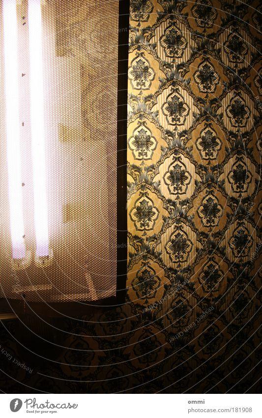 Neontapete Lampe Neonlicht Neonlampe außergewöhnlich dunkel elegant hell retro gold schwarz Beleuchtung grell Reichtum altmodisch Farbfoto Innenaufnahme