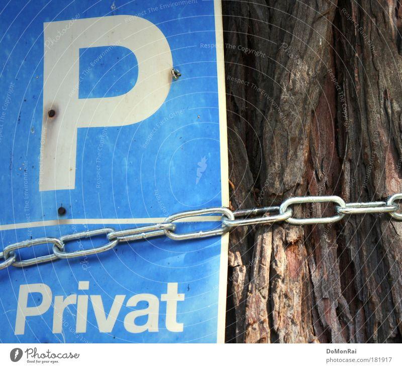 Privatbaum Baum Holz Metall Schriftzeichen Schilder & Markierungen Hinweisschild Warnschild alt dehydrieren trocken blau braun weiß Zukunftsangst Kultur