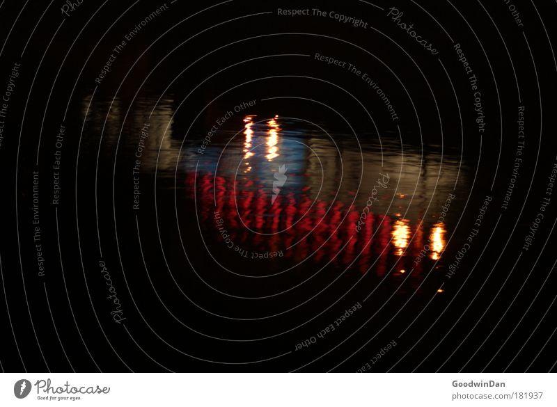 Isar Wasser kalt Umwelt Fluss Surrealismus Spiegelbild Nachtaufnahme Wasseroberfläche Isar Wasserspiegelung