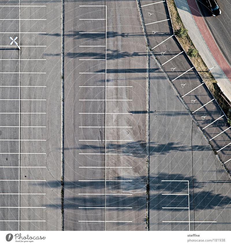 Parkanlage Stadt Straße PKW Ordnung Verkehr Luftaufnahme Vogelperspektive Autofahren Parkplatz Dämmerung Straßenverkehr Einkaufszentrum Muster Behindertengerecht