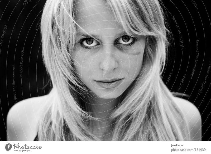 black eyed beauty 02 Mensch Frau Jugendliche schön Erwachsene feminin Kopf Haare & Frisuren Kraft Angst Porträt Schwarzweißfoto Schutz stark Wut Gewalt