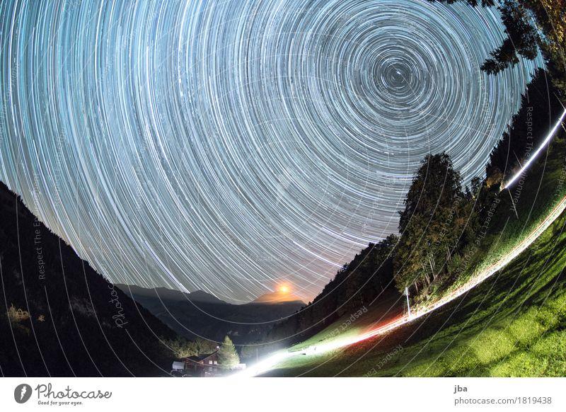 Sternenbahnen über dem Niesen Natur Landschaft Erholung ruhig Ferne dunkel Berge u. Gebirge Herbst Verkehr Zufriedenheit warten Schönes Wetter Gipfel Urelemente