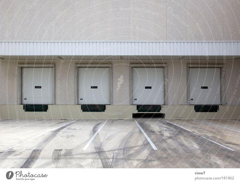 Ladestation Haus Straße Wand grau Stein Mauer Linie Tür dreckig Fassade Beton Ordnung Platz Verkehr Streifen Pause