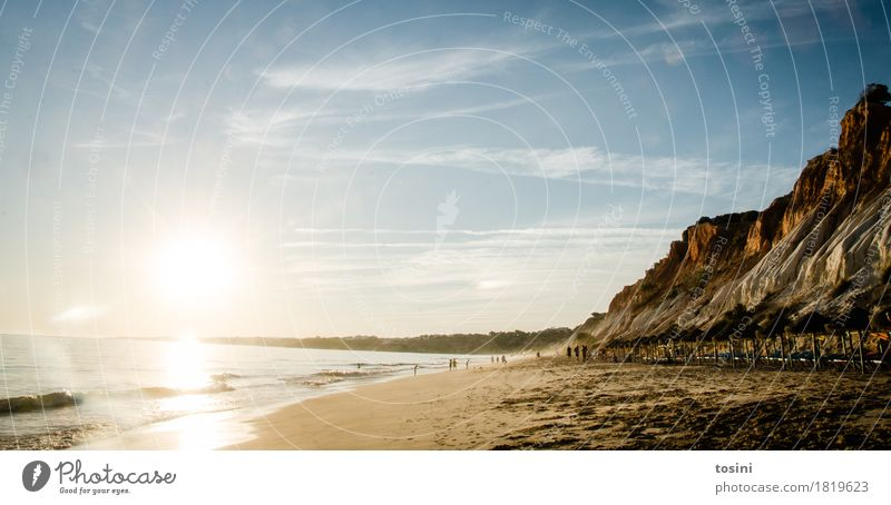 Am Meer III Mensch Himmel Natur Ferien & Urlaub & Reisen blau Wasser Sonne Erholung Wolken Strand Beleuchtung Sand Felsen Wellen gold