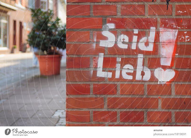 Seid lieb! <3 Stadt rot Haus Wand Liebe Graffiti Mauer Kunst Stimmung orange Schriftzeichen Kommunizieren Herz einzigartig niedlich Jugendkultur