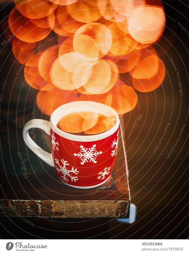 Winter Schneeflocken Tasse mit heißem Tee und Bokeh Lifestyle Stil Design Wohnung Häusliches Leben Büro retro Tisch Getränk Duft aromatisch Heißgetränk