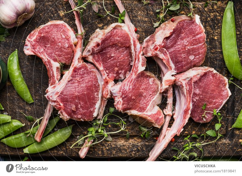 Frenched Racks Lammkotelett with grüne Schoten Lebensmittel Fleisch Gemüse Ernährung Abendessen Festessen Bioprodukte Stil Design Tisch Küche Grill Lammfleisch