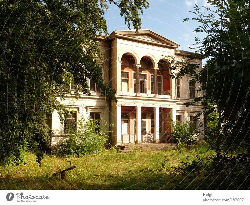 unbewohnt... Himmel Natur alt grün Baum Sommer Haus Fenster Architektur Holz Gras Garten Gebäude Stein Traurigkeit Tür