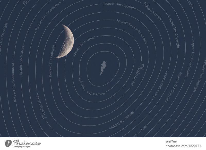 zunehmend Natur Nachthimmel Mond verrückt Mondsüchtig Weltall Astrofotografie Neuengland Sichelmond Farbfoto Außenaufnahme Menschenleer Textfreiraum rechts