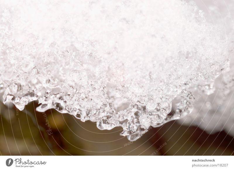 Schneeschmelze Winter weiß Eis Wasser Makroaufnahme Kristallstrukturen Wassertropfen