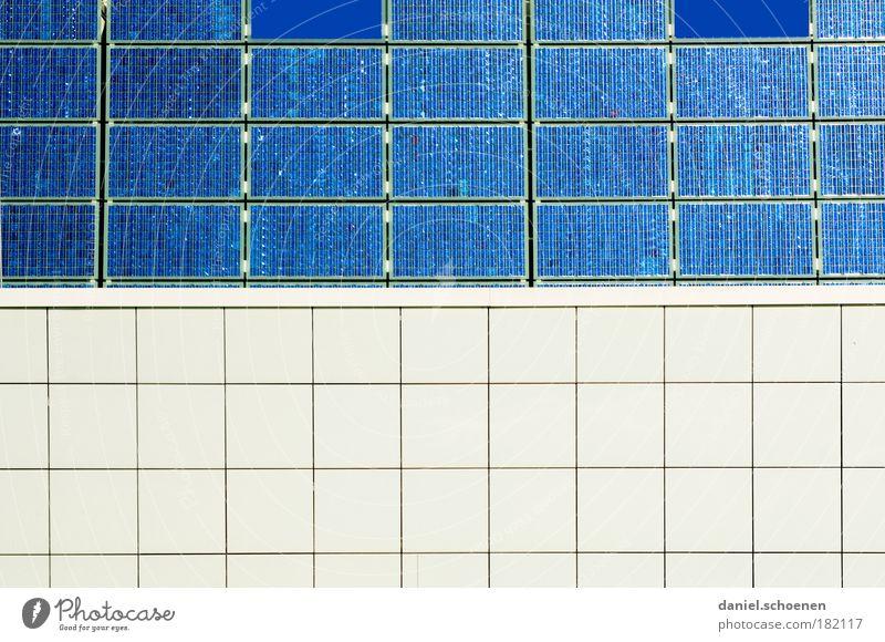 blau - weiss Wand Mauer planen Design Umwelt Energie Fassade Energiewirtschaft Elektrizität Zukunft Technik & Technologie Sonnenenergie Umweltschutz