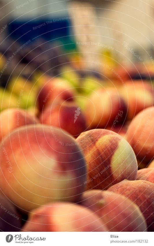 Leckere Pfirsiche auf dem Markt Frucht frisch lecker Vitamin Obst- oder Gemüsestand Supermarkt rund Tag Gesunde Ernährung mehrfarbig gesund leckersaftig